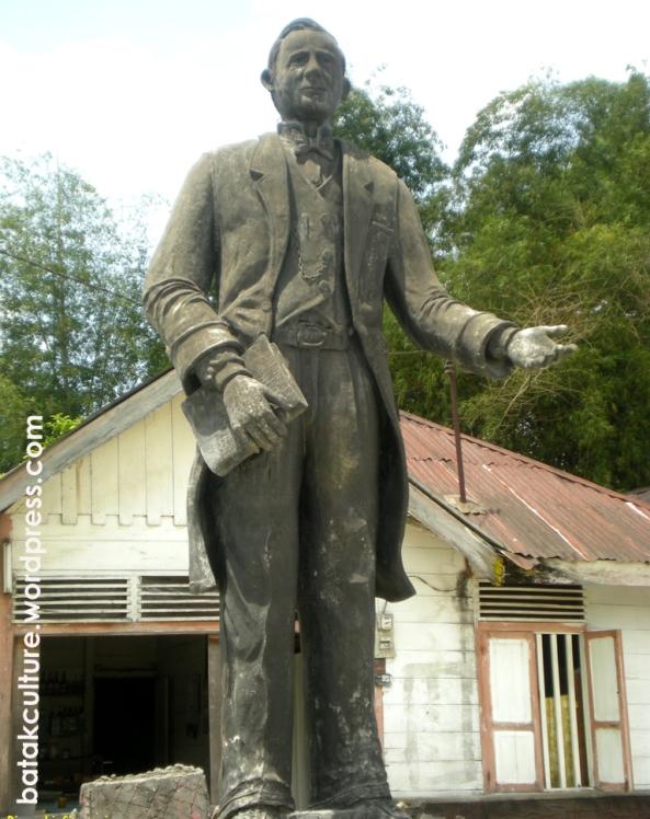 Patung Dr. Ingwer Ludwig Nommensen, di Huta dame