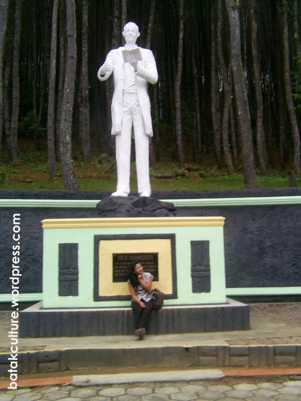 Patung Dr. Ingwer Ludwig Nommensen di Salib Kasih