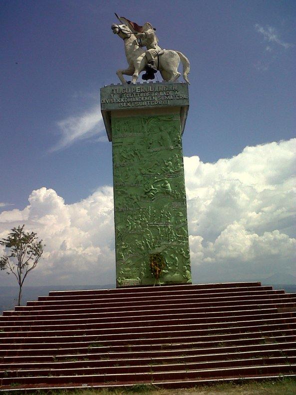 Tugu monumen perjuangan rakyat di Tigaras